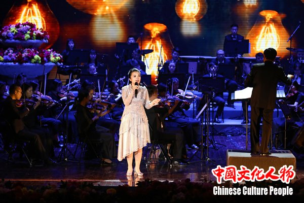左宏元周倩民族文化宫首演原创经典歌唱中国梦