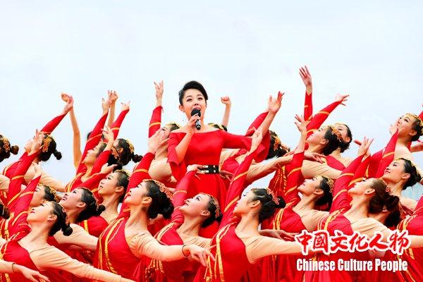 """李菲菲唱响央视""""东西南北贺新春""""放歌新时代"""