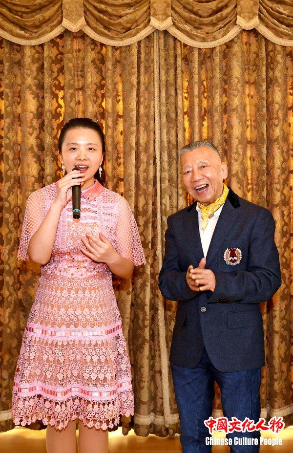 """左宏元周倩""""邓丽君名曲演唱会""""新闻发布会在东京举办"""