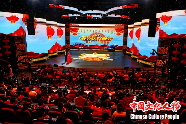 青年歌唱家李菲菲唱响2018内蒙古春晚放歌新时代