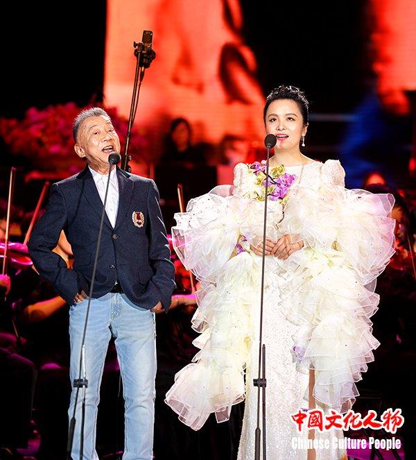 左宏元周倩唱响改革开放40周年影视金曲音乐会